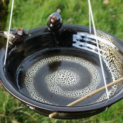 bain d'oiseaux suspendu